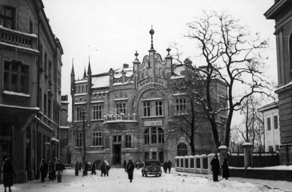 Dom Niemiecki w Rzeszowie - widok zewnętrzny zimą, rok 1941-03