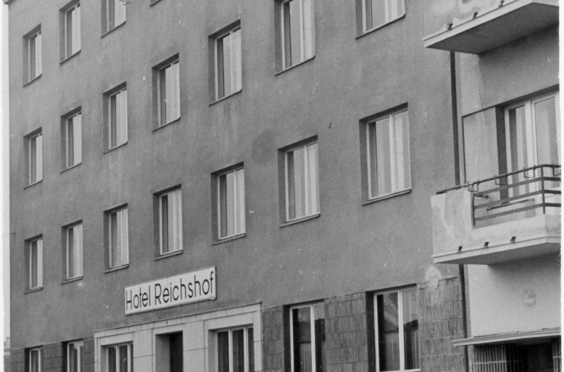 Hotel Reichshof w Rzeszowie. Widok zewnetrzny, rok 1940-11