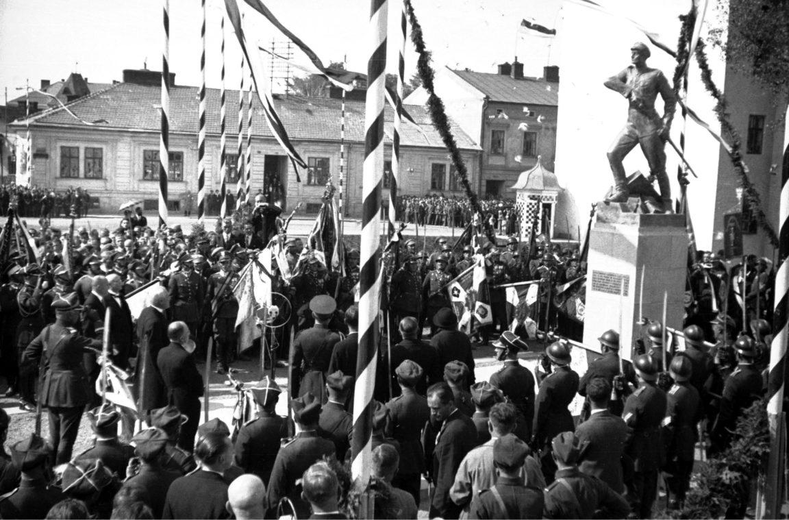 Uroczystość odsłonięcia pomnika Leopolda Lisa-Kuli w Rzeszowie. Przemówienie prezydenta Ignacego Mościckiego pod pomnikiem, rok 1932-09-19