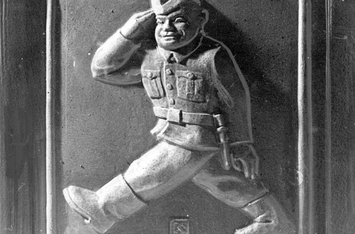 Hotel Reichshof w Rzeszowie - kafel ścienny przedstawiający maszerującego żołnierza, rok 1943-11